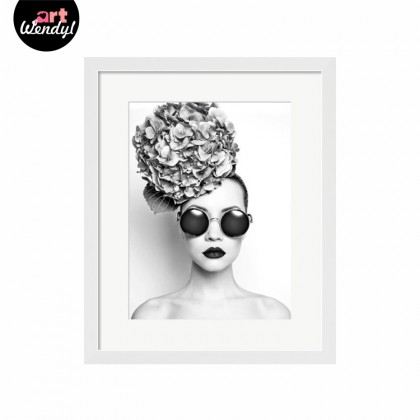 """Framed Art Print """"Woman in Style"""""""